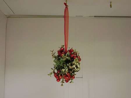 BL-BE3080 Hanging Glitter Berries & Leaves